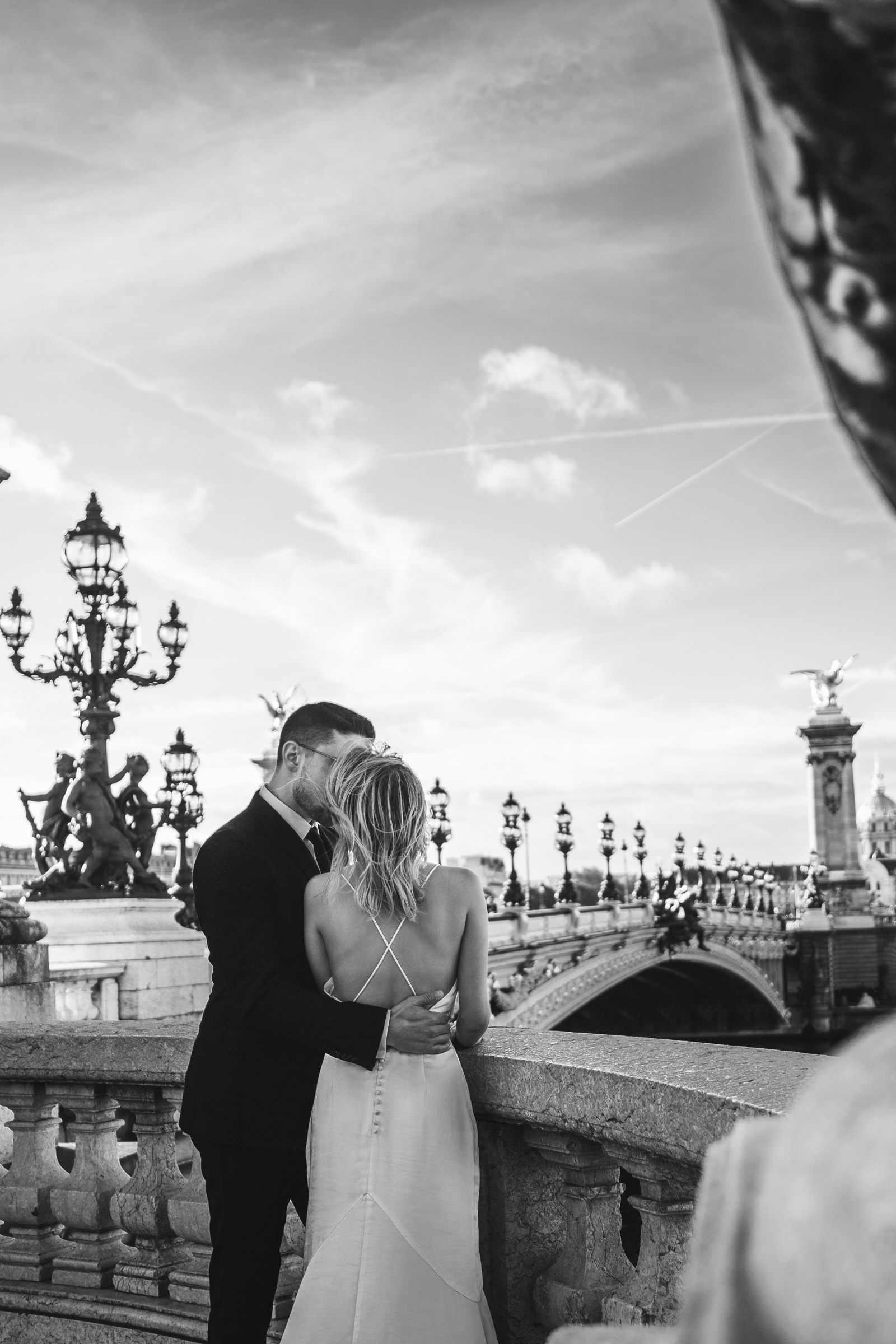 engagement-photos-cute-couple-kiss-in-black-and-white