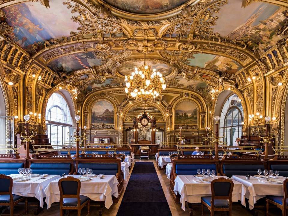 The-most-romantic-restaurants-in-Paris-le-train-bleu