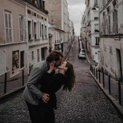 paris-engagement-photographer-couple-at-