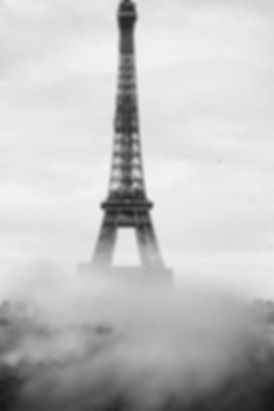 eiffel-tower-photo-in-black-and-white.jp