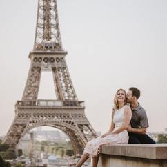 couple-photoshoot-eiffel-tower-romantic-couple