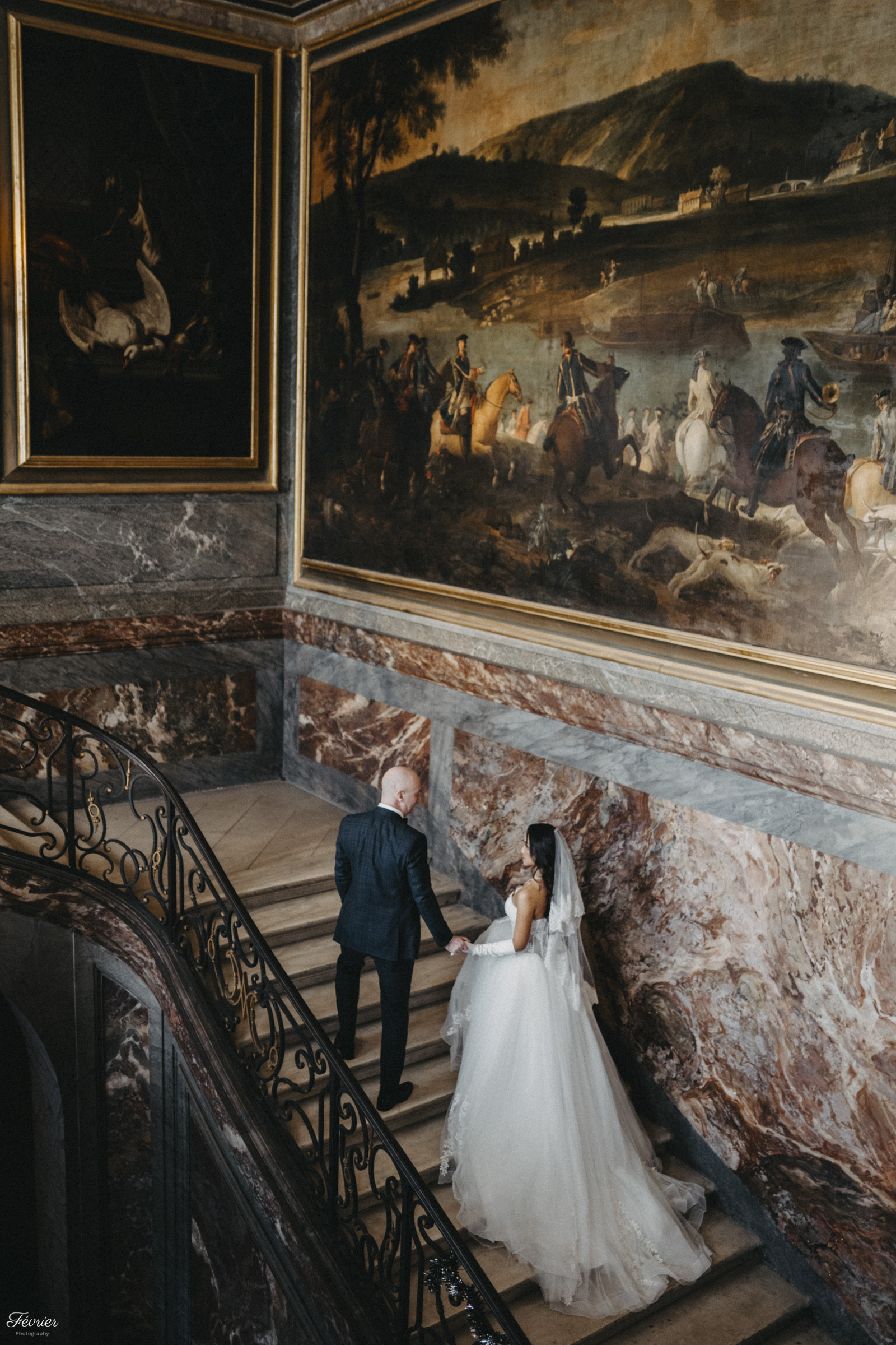 pre-wedding-hk-beautiful-couple-up-the-stair-in-the-chateaux