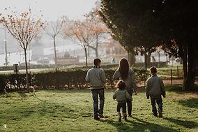 paris-family-photoshoot-kid-walking