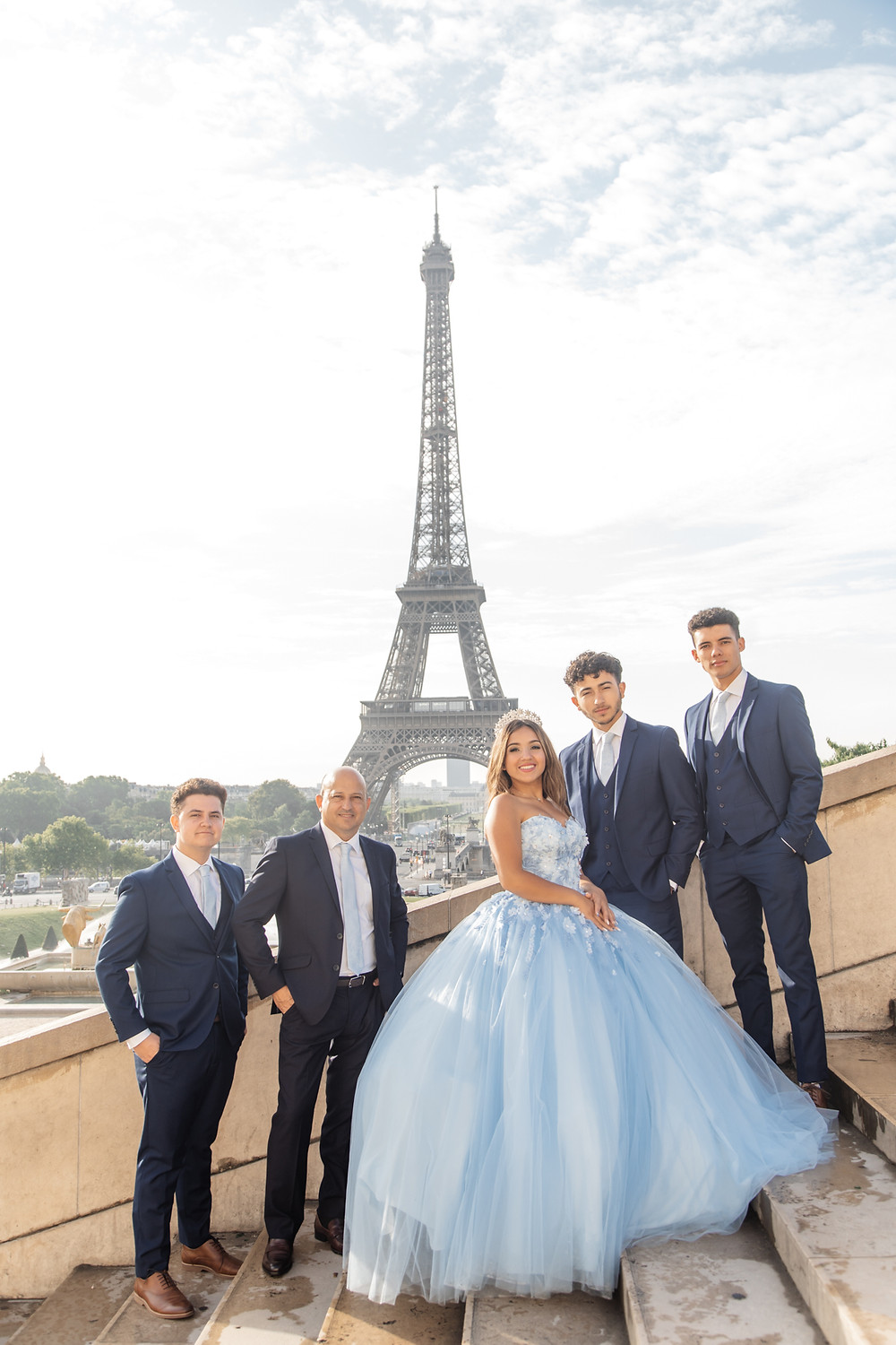 paris quinceanera themes group photo with gentlement