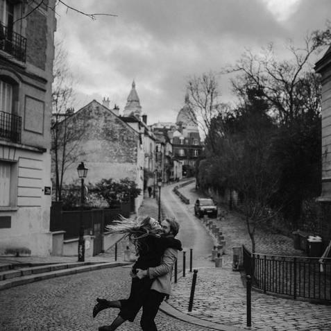 couple-photoshoot-intimate-couple-at-montmartre-paris