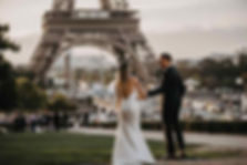 paris-photoshoot-cute-couple-at-eiffel-t