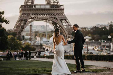 paris-photoshoot-cute-couple-at-eiffel-t
