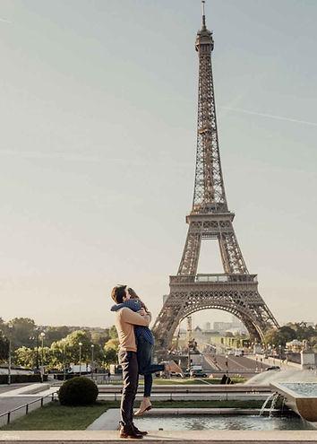 paris-proposal-at-eiffel-tower.jpg