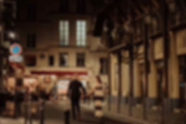 couple-photoshoot-paris-night-couple-walking-on-the-street.jpg