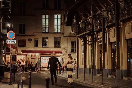 couple-photoshoot-paris-night-couple-walking-on-the-street.jpg