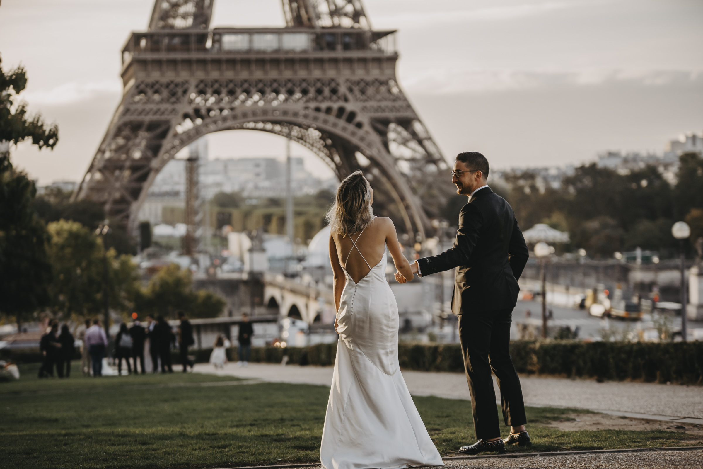 Paris-engagement-photoshoot-cute-couple-laughing-at-eiffel-tower