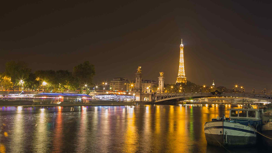 Paris-photography-location-pont-alexander-III-eiffel-tower-at-night.