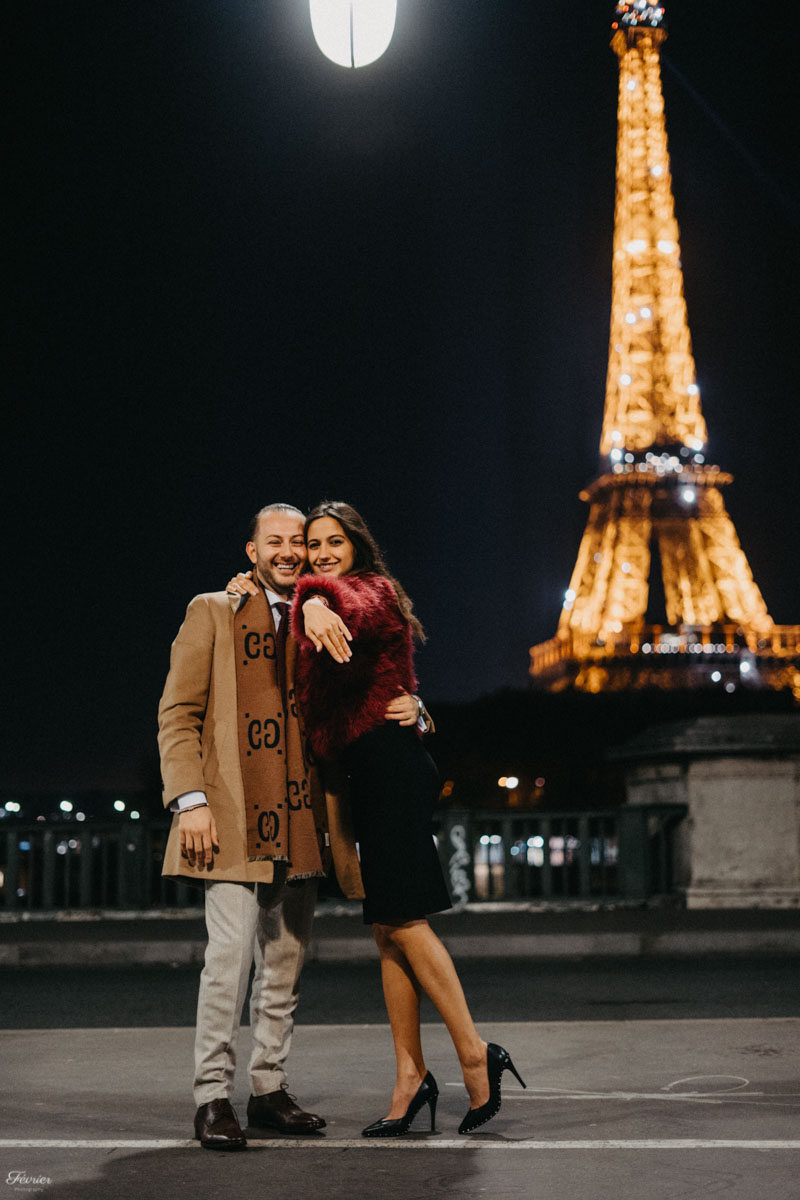 passionate couple eiffel tower