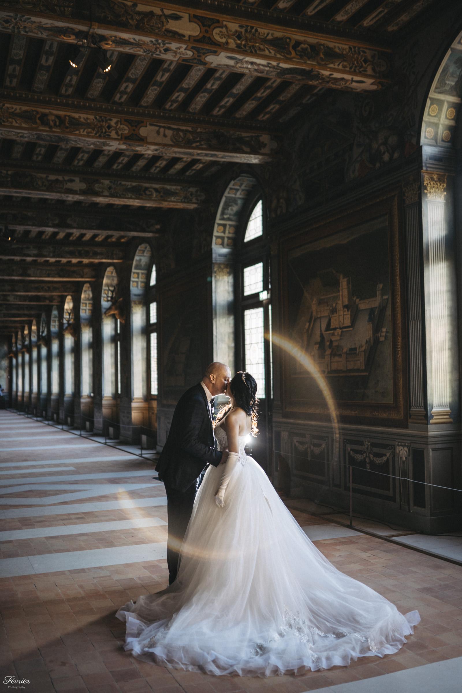 pre-wedding-hk-couple-kiss-in-chateau-de-fontainebleau-paris