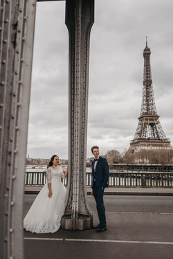 Wedding photo with Eiffel Tower