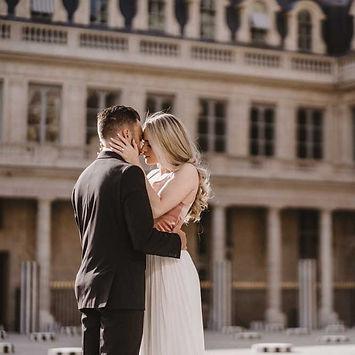 couple-poses-Kiss-Pose