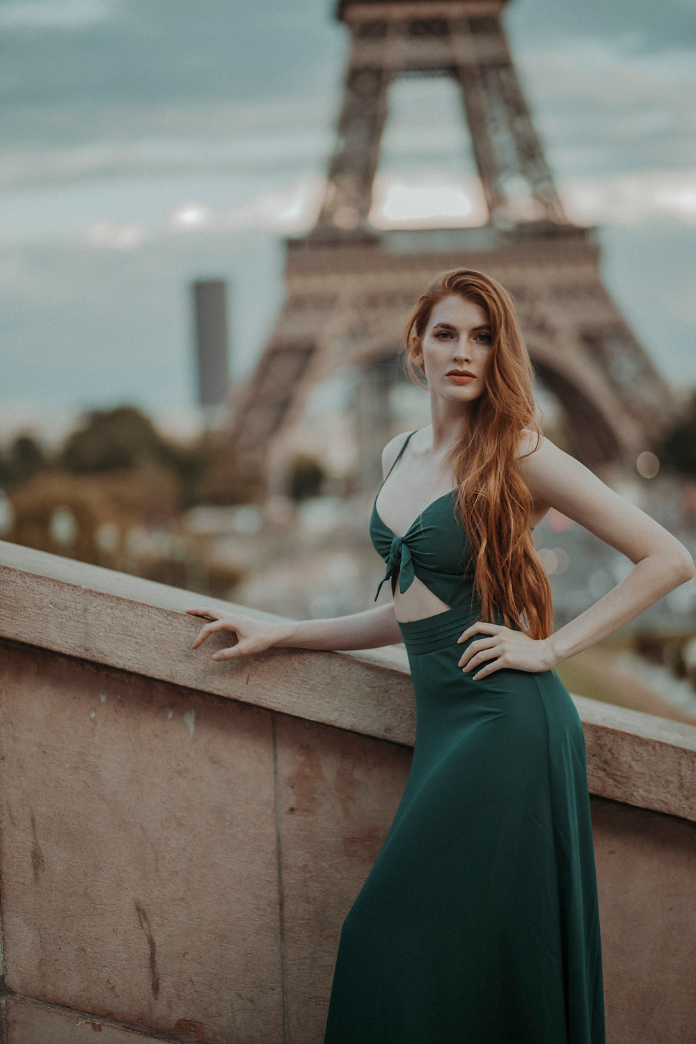 red-head-beauty-ginger-girl-at-eiffel-tower