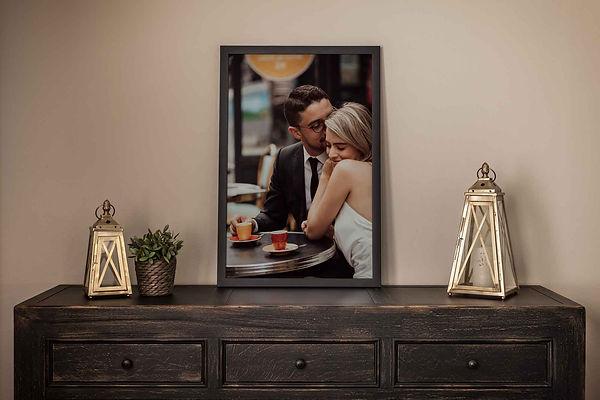 couple-frame-photo-print-paris-on-the-ta