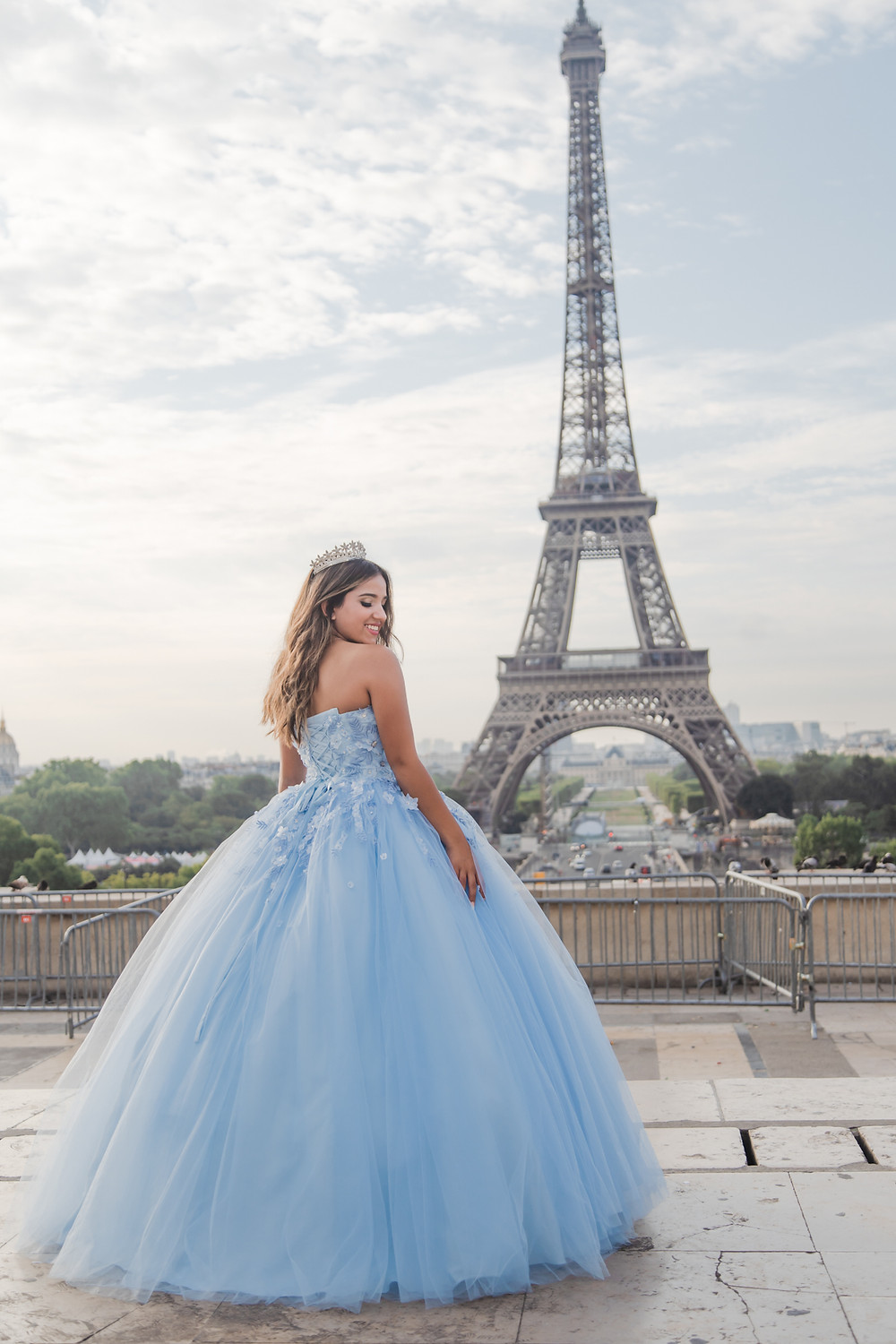 paris quinceanera girl at eiffel tower