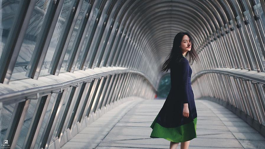 paris-photo-la-defense-a-chinese-girl-at