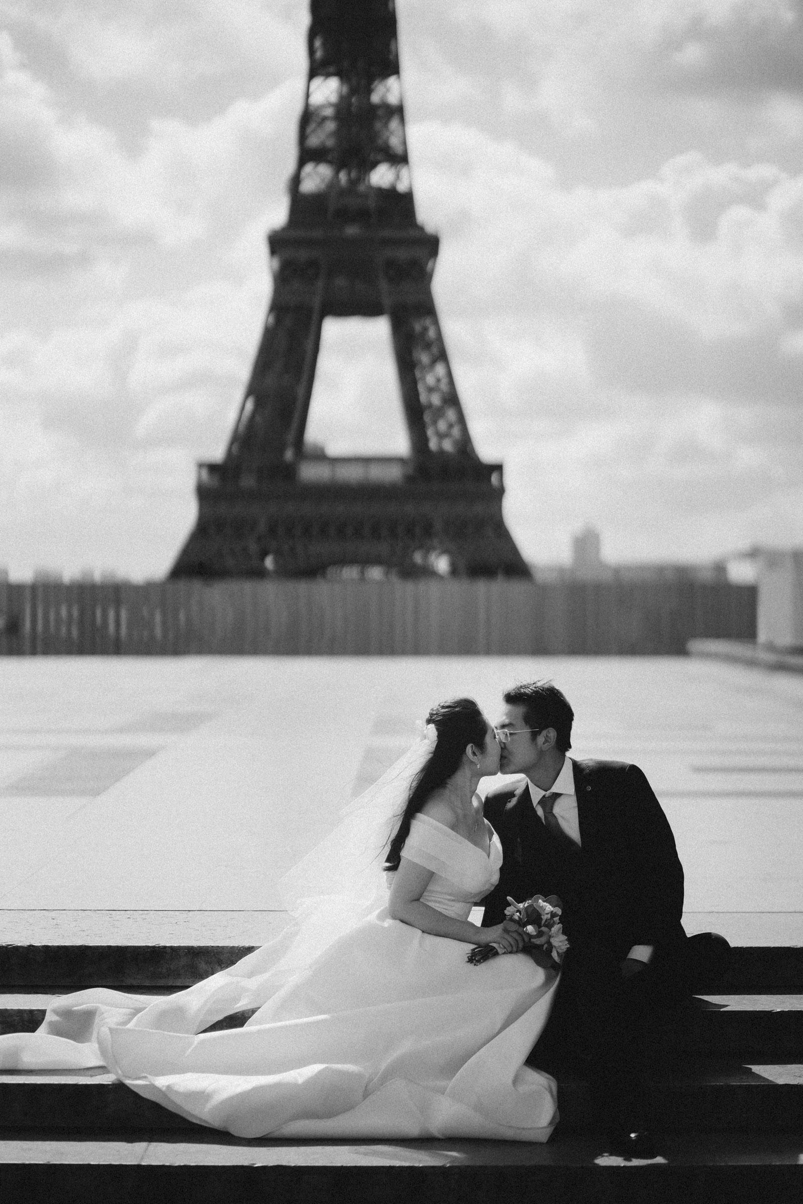 pre-wedding-photos-eiffel-tower