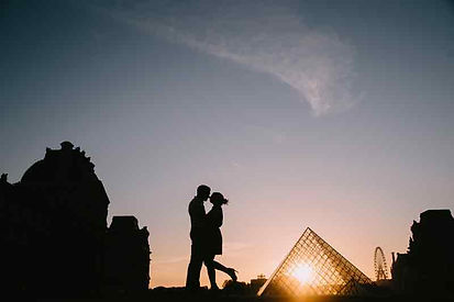 couple-poes-silhoutte-romantic-face-to-f