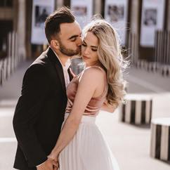 couple-photoshoot-cute-couple-kiss-in-paris