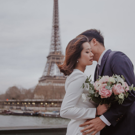 How does a 2-hour Paris pre wedding photography package look like?