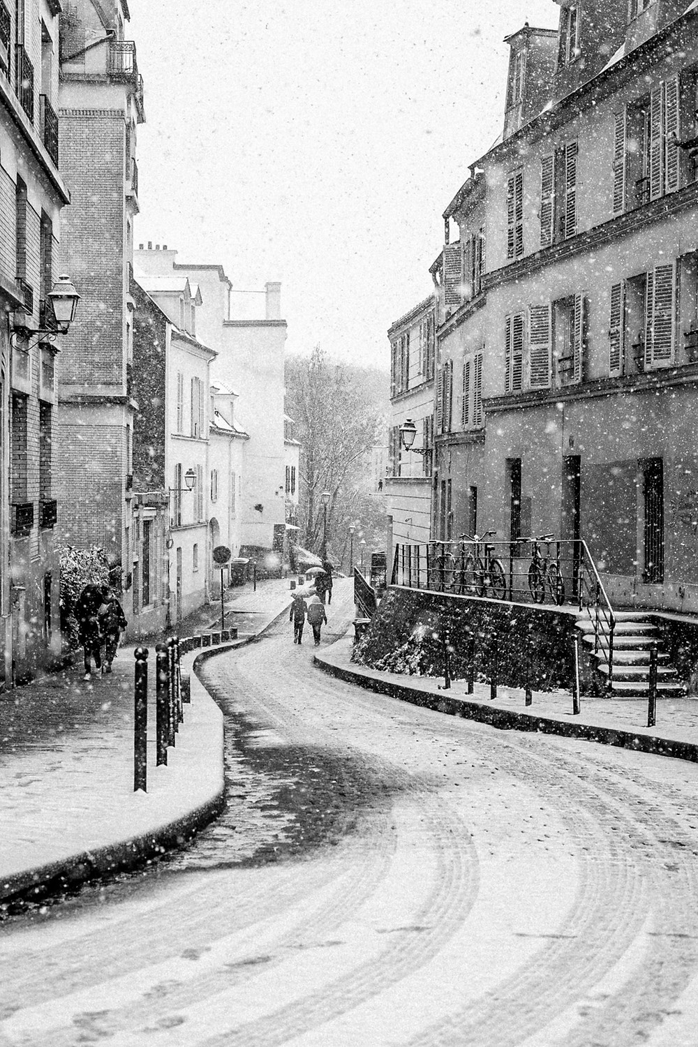 snow in paris 2021 black and white photo