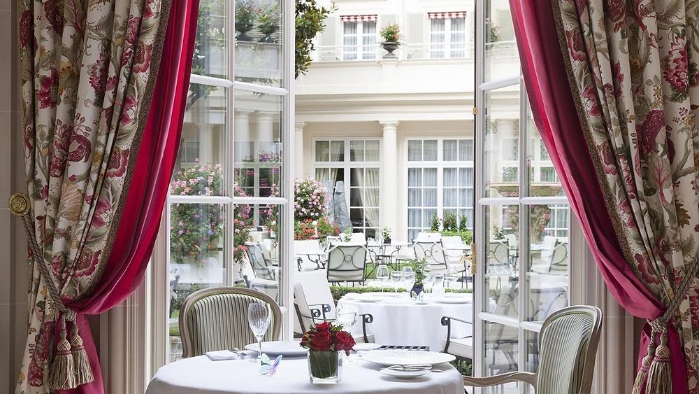The-most-romantic-restaurants-in-Paris-Epicure-restaurant