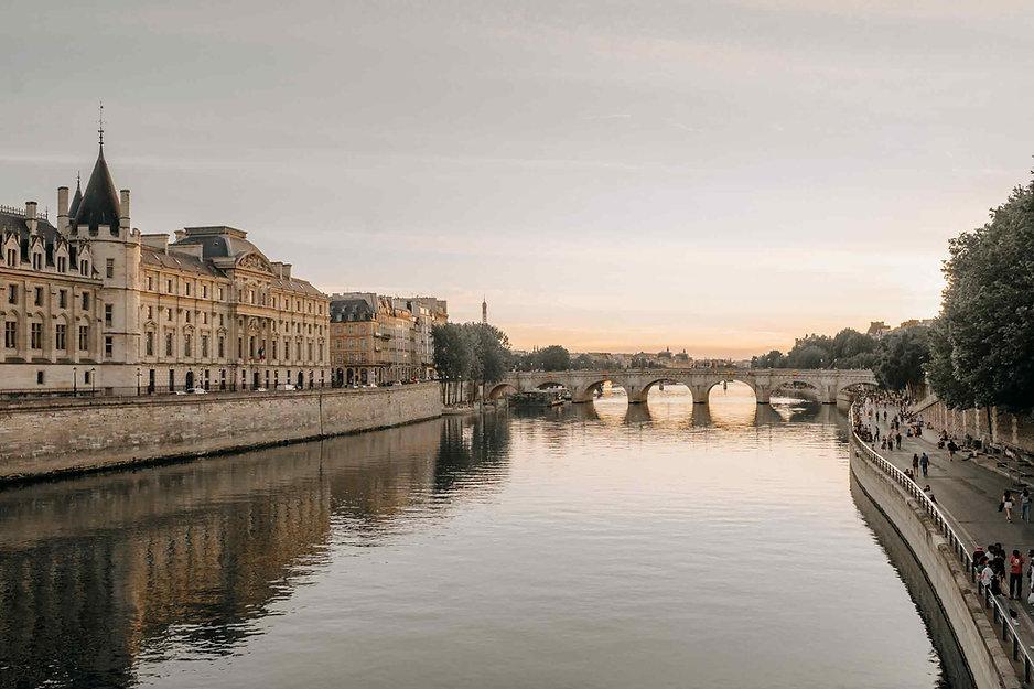 paris-photography-pont-neuf-at-sun-rise.jpg