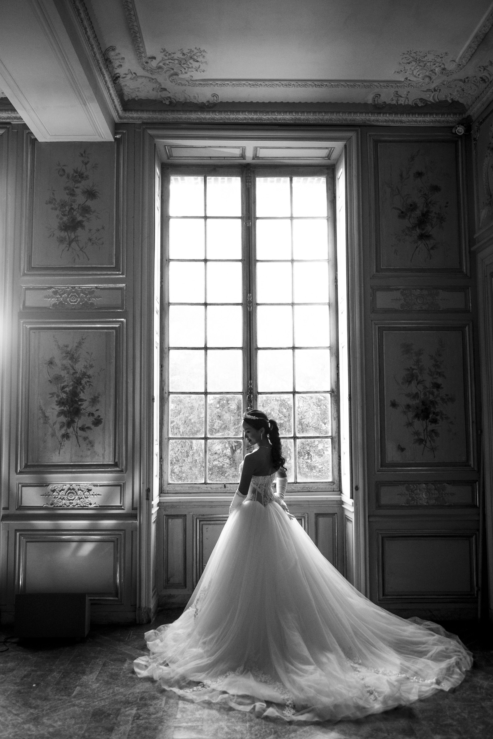 pre-wedding-photos-beautiful-bride-in-black-and-white