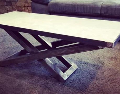 Petite table de salon...acier brut...tab
