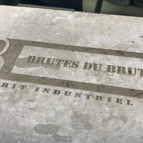 #location#gravure#bois#corten#acier#brut