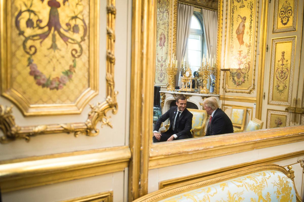 Le Président Emmanuel Macron pendant un entretient avec le Président américain Donald Trump au Palais de L'Elysée à Paris, novembre 2018.