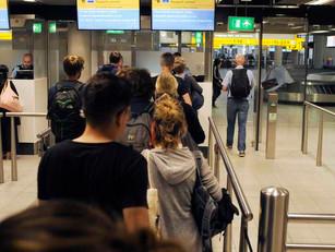 'Amerikaanse grenscontroles op Schiphol om luchtvaart te redden'