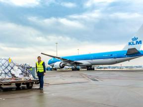 Blokhuis: KLM in gesprek met minister over terugdraaien dubbele testverplichting