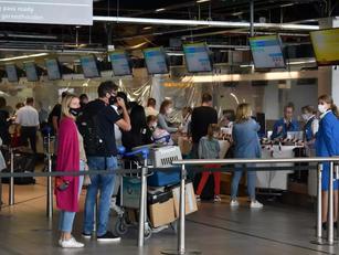 Kabinet versoepeld reisadvies; Schiphol bereidt zich voor op drukte