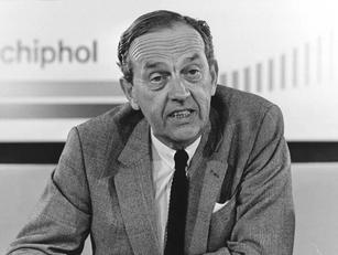 Wim Wegstapel (1924-2020), man achter groei Zoetermeer en Schiphol
