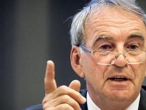 'Vredesapostel' Van Geel wil verstoorde verhoudingen rond Schiphol herstellen