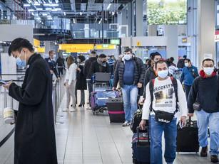 Wie niet vliegt, is niet welkom op Schiphol