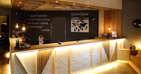 Hotel De Reiskoffer receptie.jpg