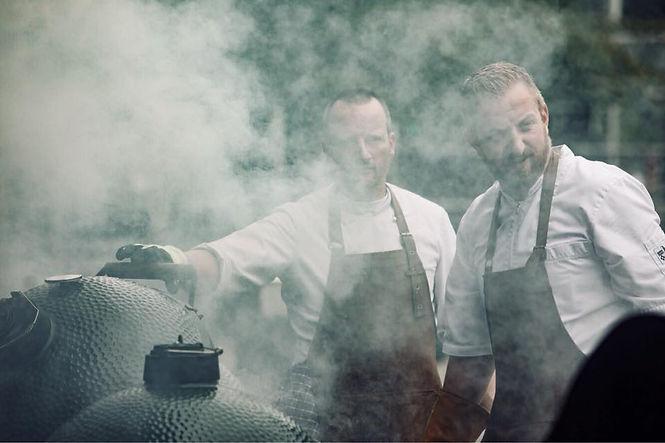 Jurgen en andere kok bij Green Egg.jpg