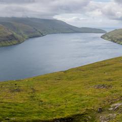 Vue sur l'île de Vágar depuis l'île de Streymoy