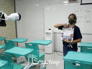 Professores recebem treinamento com os equipamentos para o ensino híbrido