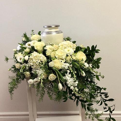 arrangement urne tout de blanc