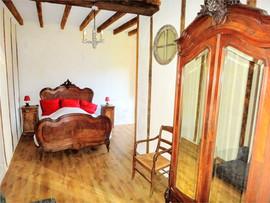 Bedroom Prieure Chambre Chapelle.jpg