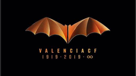 El Valencia CF refuerza su identificación con el murciélago para el centenario.