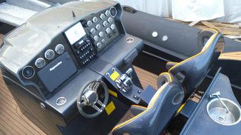 1150 rib boat console