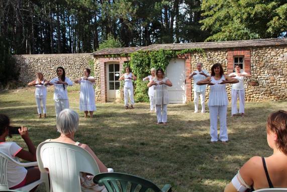 Danseurs du Sensible blancs.jpg